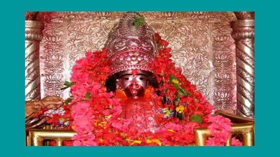 Who is worshipped at the Tarapith Temple